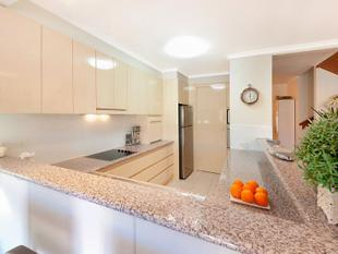 IMMACULATE LIGHT AND AIRY TOWNHOUSE IN IDEAL LOCATION - Surfers Paradise
