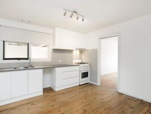 OUTSTANDING FRESHLY RENOVATED 2 BEDROOM VILLA! - Bentleigh