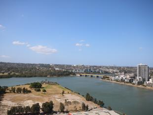 Panoramic Water & City Views- High Rise Living at its Best - Wentworth Point