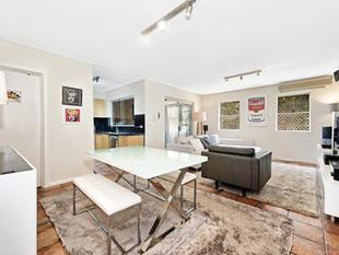 Spacious Apartment with Private Courtyard - Chippendale