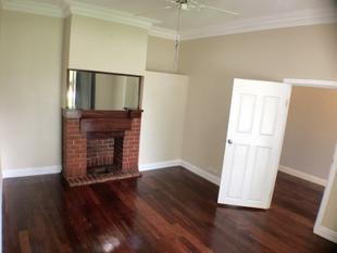 WOODEN FLOOR CHARACTER HOME LOTS OF SPACE AND PET FRIENDLY! - Gosnells