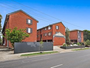 ULTIMATE INVESTMENT IN PREMIUM POSITION - Malvern East