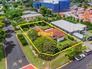 RARE OPPORTUNITY ON 818m2 WITH 2 TITLES! - Corinda