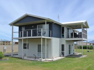 A Big Modern Beachside Entertainer with Seaviews - Kingston Se
