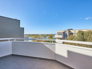 Trendy Apartment will all the Perks - Patterson Lakes