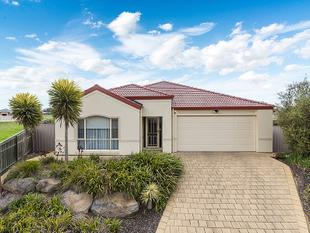 Executive Family Living - Overlooking the Park - Murray Bridge