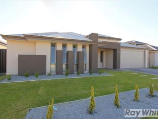 STUNNING ULTRA MODERN HOME WITH 1 WEEKS FREE RENT! - Aveley