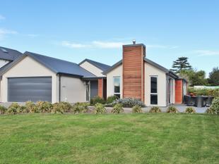 Generous Home in Waitikiri - Parklands
