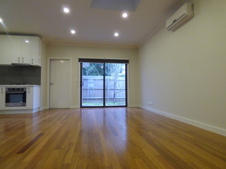 4/11 Jinghi Road, Reservoir, VIC