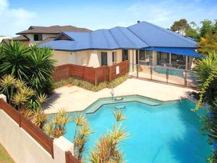 Immaculate Family Home With Swimming Pool & Ducted Air Throughout - Manly West