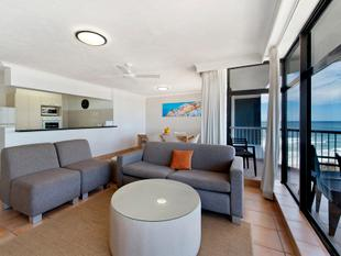 Fantastic Value Beachfront Apartment In Beachpoint - Surfers Paradise