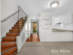 PRIVACY, QUALITY & BLUE-CHIP LOCATION - Balmoral