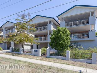 Greenslopes Living at it's Best - Huge Deck, City Views & Air-conditioning! - Greenslopes