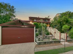 ELEVATED FAMILY HOME, IN WARRIGAL ROAD SCHOOL CATCHMENT AREA - Eight Mile Plains