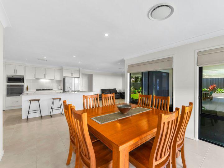 10 Silverbirch Place, Bridgeman Downs, QLD