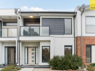 A Super Sized Modern Townhouse - Craigieburn