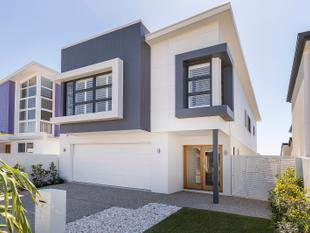 Brand New Stunning North Facing Waterfront - Ready to Move Into! - Hope Island