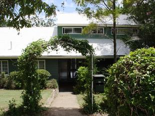 SPACIOUS HOUSE IN QUIET LEAFY STREET - Toowong