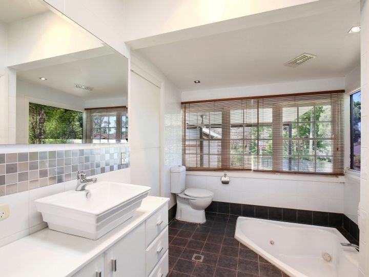 6 Edgewater Avenue, Green Point, NSW
