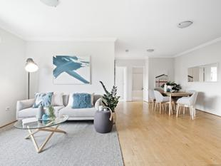 Top-floor converted warehouse apartment - Erskineville