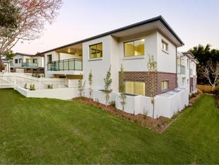 Chic Two Bedroom Apartment with Oversized Yard - Brookvale