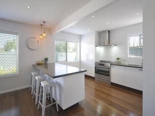 Creek Access, Walk to the Beach & Light Rail - Broadbeach Waters