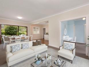 A Great Flood Free Refreshed Post War on 701 sqm - Yeronga