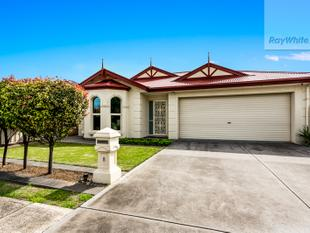 Neat as a pin and ready for renting !! - Largs North