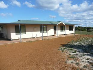 Modern 4 x 2 Lovely Home on Acreage - Hopetoun