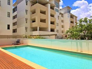 AIR CONDITIONED APARTMENT IN BOUTIQUE COMPLEX WITH POOL - South Brisbane