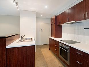 Recently Renovated with a Huge Courtyard! - Bulimba