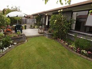 Spacious 3 Bedroom Townhouse - Burwood