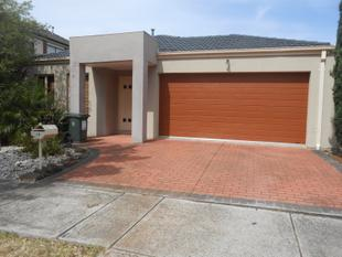 Large 3 bedroom + study home with air con - Cairnlea