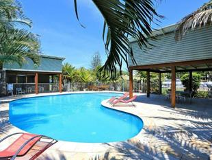 WOODGATE BEACH HOUSE #49 Investment or Seaside Living - Woodgate