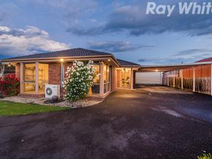 A BEAUTIFUL HOME WITH ACCOMMODATION FOR 10 CARS - Lysterfield