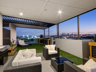 Stunning penthouse with exclusive rooftop terrace and city views for miles. - Albion