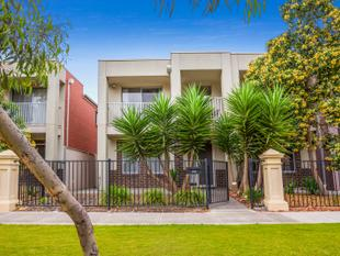 Low Maintenance two storey  4br townhouse - Mansfield Park