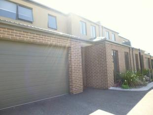 MODERN DAY LIVING READY TO MOVE IN LOCATED IN CIVIDALE VILLAGE, - Carrum Downs