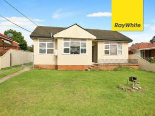 Spacious 3 Bedrooms House + Garage/ Study - Riverwood