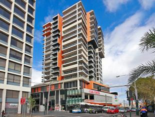 Contemporary near New 1 Bedroom in the stylish Deicota building - Redfern