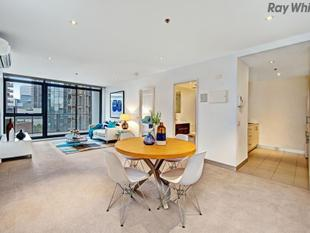 Large Inner-City Living - Southbank