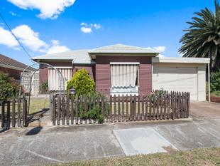 ATTENTION FIRST HOME BUYERS - INVESTORS - ASTUTE DEVELOPERS !!  SHORT STROLL TO THE BEACH !! - Semaphore Park