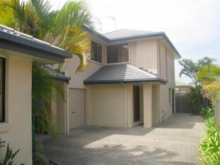 "Large & Modern Home in ""Currumbin Cove"" - Currumbin Waters"