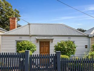 Quality Renovated Home, Perfect Location - South Hobart