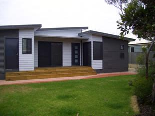 Modern 4 x 2 Family Home - Hopetoun
