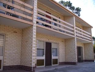 IDEALLY LOCATED 3 BEDROOM TOWNHOUSE - Greenacres