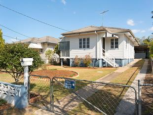 DEMOLISH OR RENOVATE - WE'RE SELLING! - Upper Mount Gravatt
