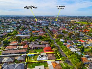 Two Homes on One Title, Huge Potential on 990m2 (approx) Block - St Albans