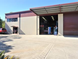 443 m2  TILT SLAB WAREHOUSE w/ Large Office and Mezzanine - Brendale