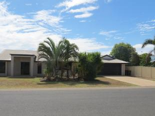 LOVELY HOME IN SELMA RISE - WALK TO MARIST COLLEGE - Emerald